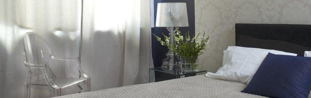 Pałacowy projekt sypialni. Nowoczesne meble i dodatki