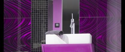 Elegancka łazienka z dodatkiem fioletu