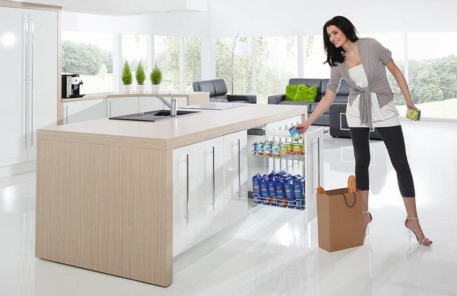 Wnętrze szafek kuchennych: carga, kosze, stelaże. Aranżacje kuchni od środka